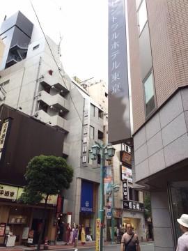 「セントラルホテル」の向かい側のビル